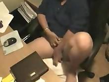 hidden-cam horny mammy masturbation
