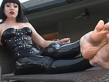 feet fetish foot-fetish high-heels mammy milf playing solo mistress