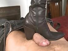cumshot feet fetish foot-fetish footjob hot mammy milf pov