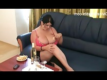 amateur big-tits boobs brunette bbw lactation mammy milf striptease