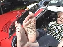 amateur feet fetish foot-fetish mature outdoor public