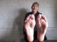 amateur feet foot-fetish mature solo