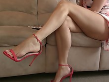 amateur feet foot-fetish high-heels juicy mammy milf